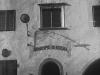10_Schenna_Gemeindehaus_Fassade_Liktorenbuendel_AS-912_002