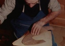 Der Knoschpenmacher (Genagelte Holzschuhe)