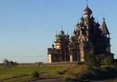 Die Holzkirche von Kischi im Onegasee in Karelien